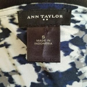 Ann Taylor Factory Tops - Ann Taylor Abstract Floral Blouse Scallop 106